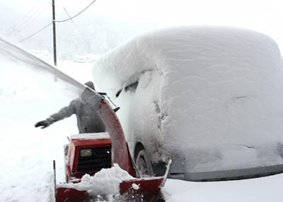 除雪機で除雪